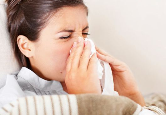 Woman-sneezing-529651